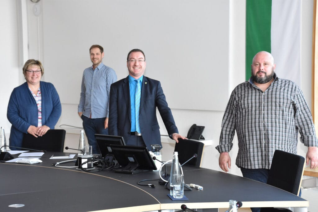 In einer Pressekonferenz am vergangenen Donnerstag äußerten sich (v.r.) Wirt Steven Keller, Bürgermeister Harald Reents, Benjamin Henn (Gemeinde) und Michaela Reitmeyer (VfB) zum Stand der Dinge.